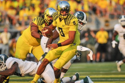 Mariota escaping from Michigan State
