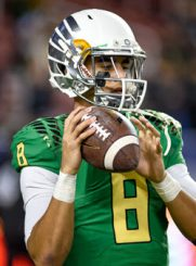 Image of Marcus Mariota throwing a football.